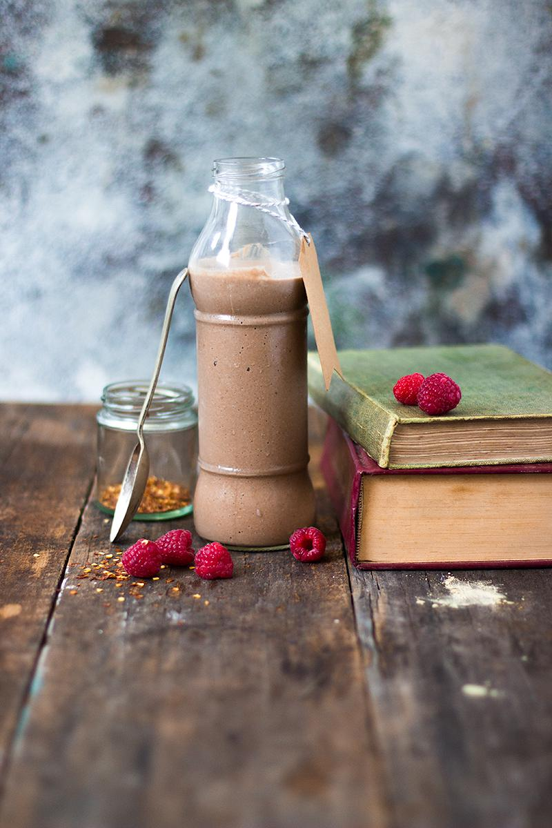 jessica cox | metabolism boosting chocolate chilli mousse smoothie