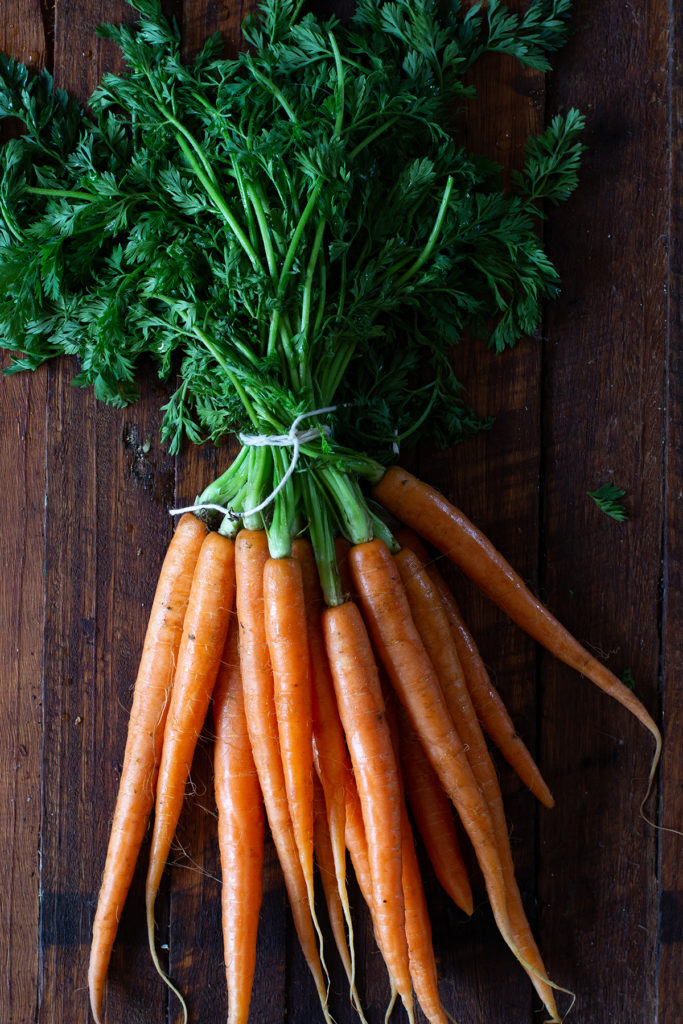 can you eat carrot leaves